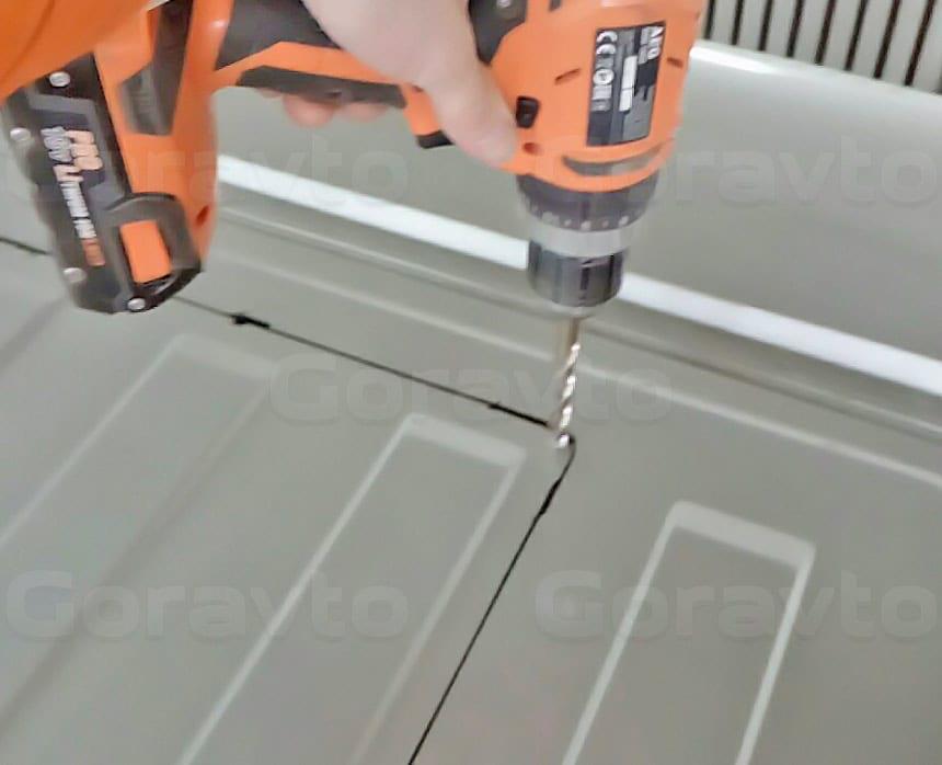 Установка люка в грузопассажирский фургон Fiat Ducato: Вырезание отверстия для люка на крыше фургона