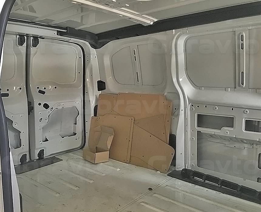 Переоборудование грузового фургона Citroen Jumpy в грузопассажирский: Демонтаж штатной обшивки стен и дверей