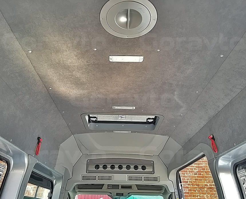 Переоборудование грузового фургона Ford Transit в пассажирский: Люк и система кондиционирования в фургоне