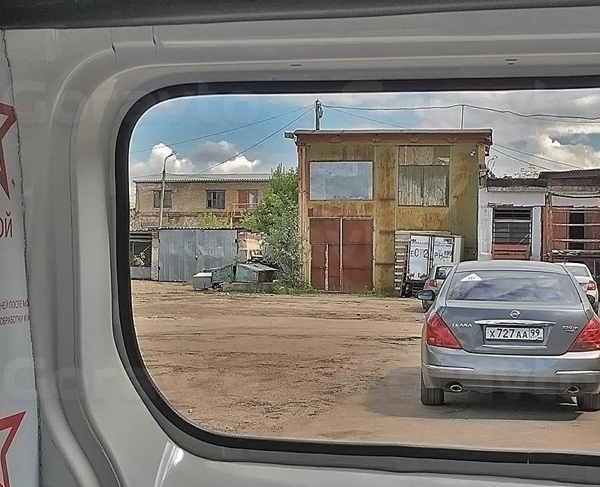 Переоборудование грузового фургона Citroen Jumpy в грузопассажирский: Монтаж уплотнителя на края места врезки стекла