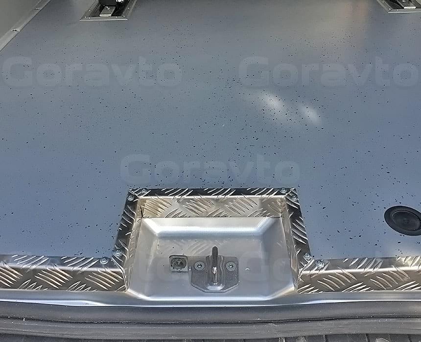 Переоборудование грузового фургона Ford Transit в пассажирский: Обромление пола фургона уголком