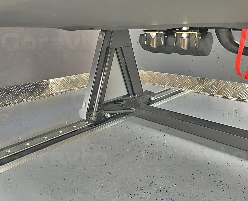 Переоборудование грузового фургона Ford Transit в пассажирский: Отбортовка фургона алюминием «Квинтет»