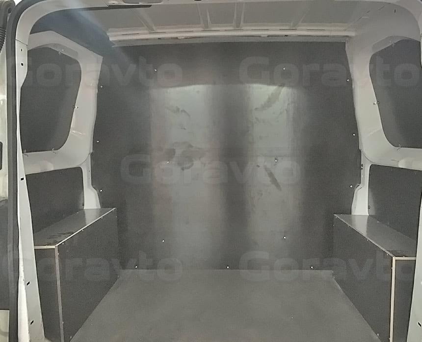 Переоборудование грузового фургона Citroen Jumpy в грузопассажирский: Разделение грузового отсека фургона стационарной перегородкой
