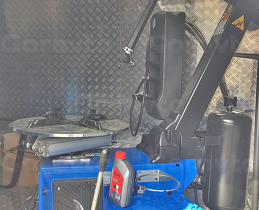 Мобильный шиномонтаж на базе фургона Mercedes-Benz Sprinter Classic: Шиномонтажное оборудование