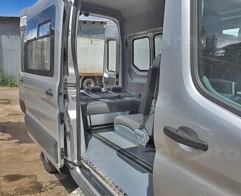 Переоборудование грузового фургона Ford Transit в пассажирский