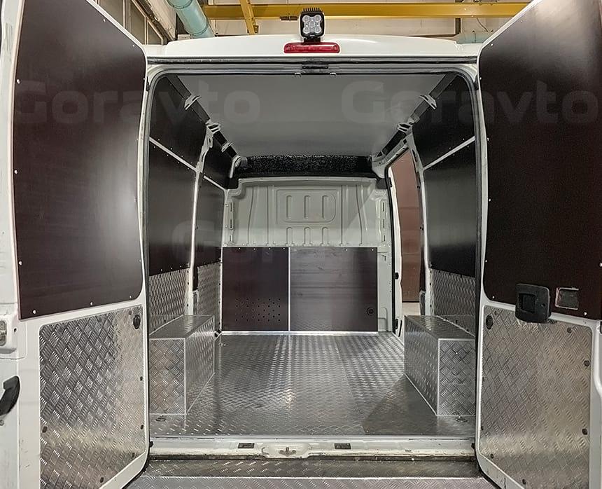 Переоборудование фургона для технической помощи транспортной компании