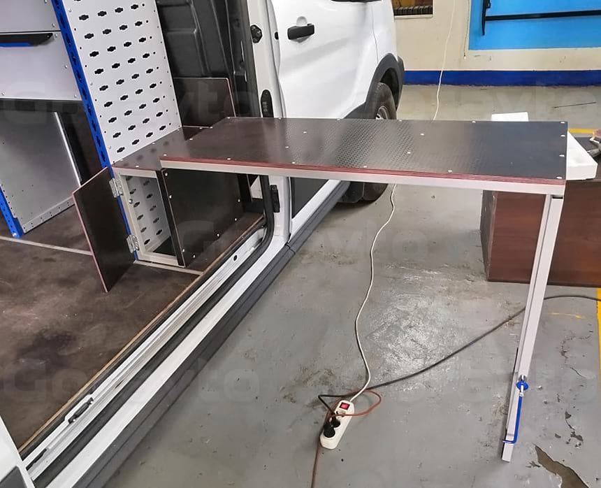 Стол для работы раскладной с боковой двери фургона