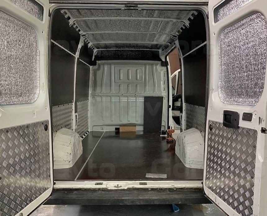 Установка пола из фанеры в кузов цельнометаллического фургона