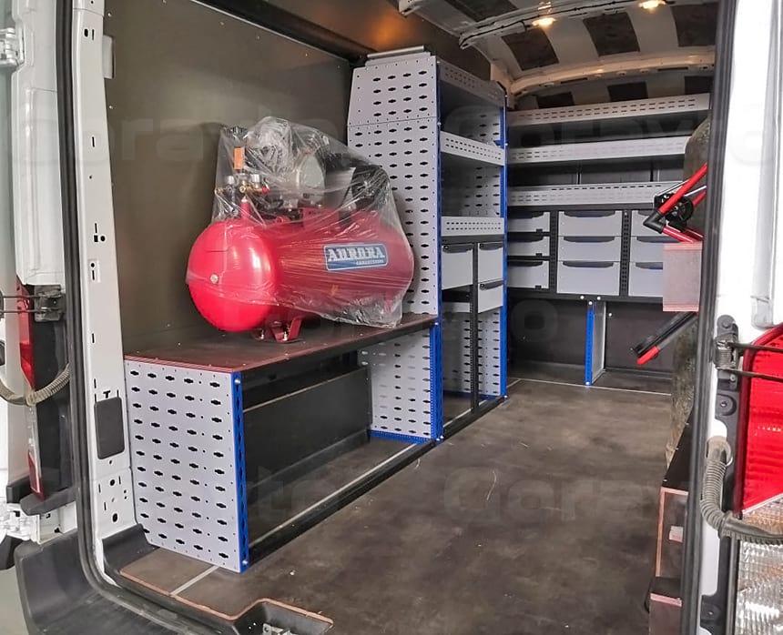 Установка стеллажной системы по левому борту фургона Форд Транзит