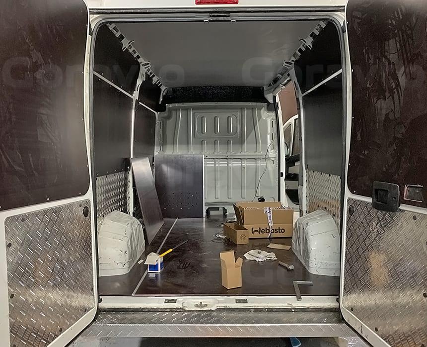 Установка Вебасты в грузовой отсек фургона
