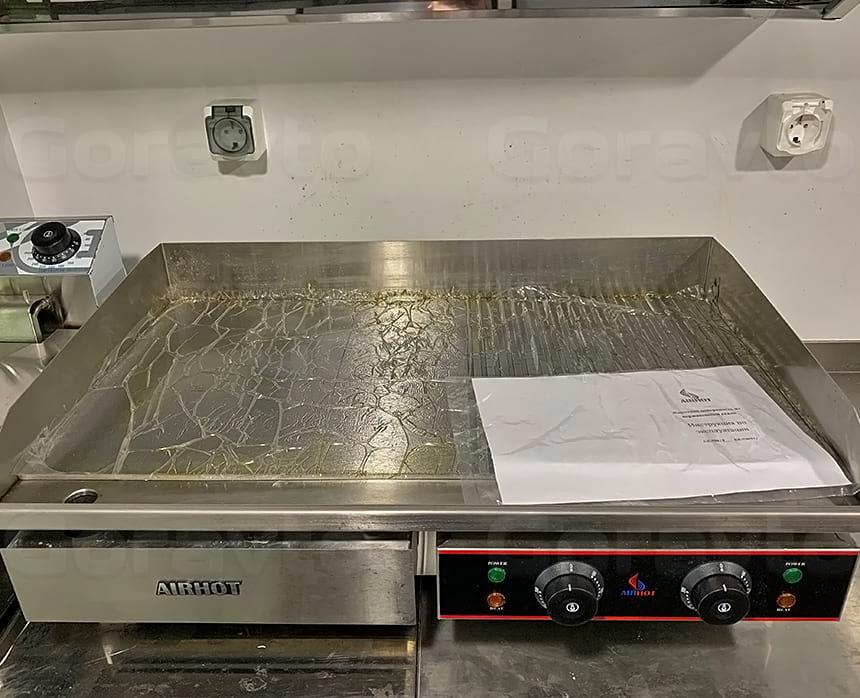 Установка жарочной поверхности в кузов фудтрака.jpg