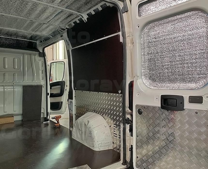 Утепление дверей фургона