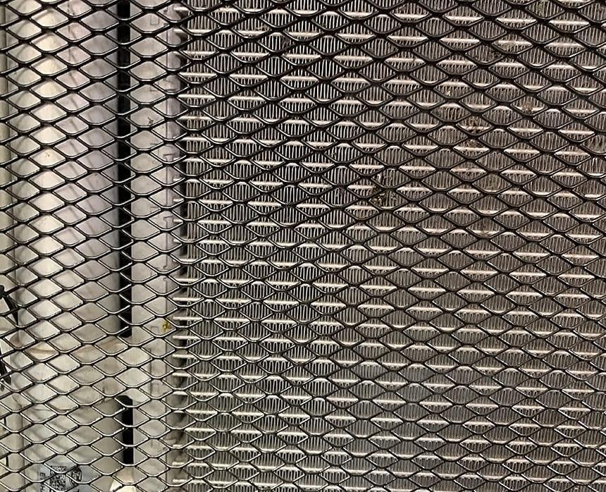 Фиксация сетки в подкапотное пространство микроавтобуса