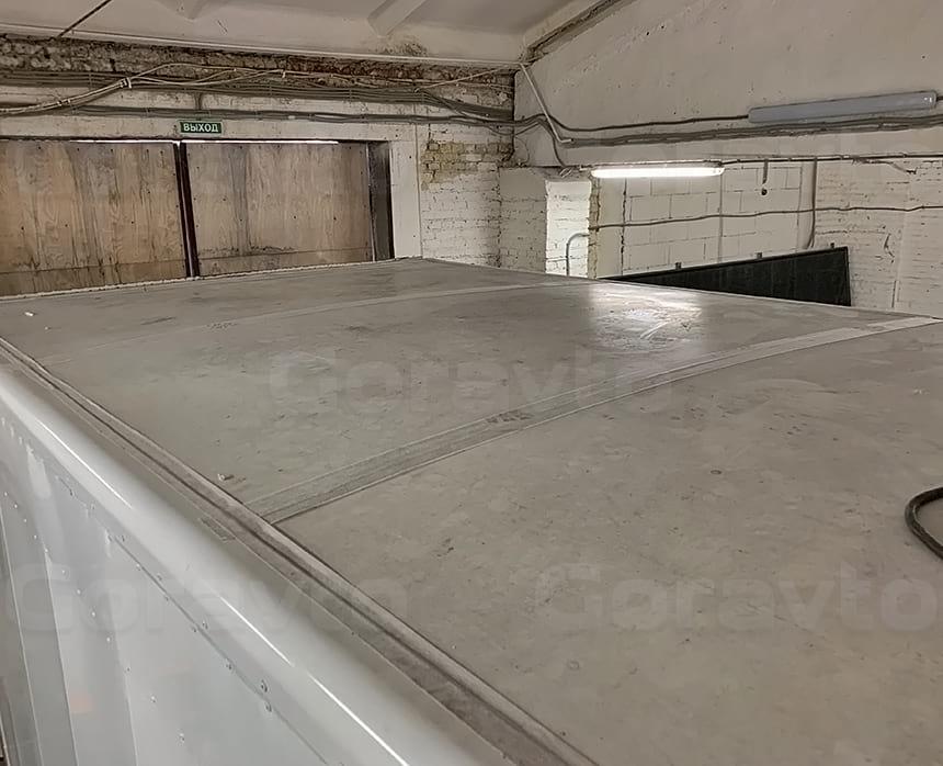 Крыша изотермического фургона перед ремонтом