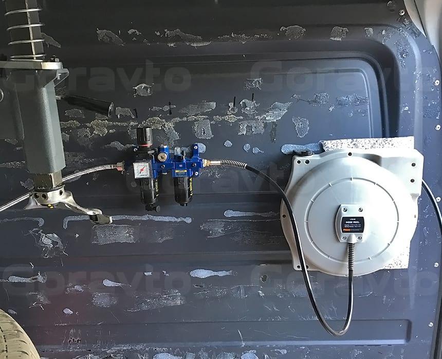 Монтаж лубрикатора и улитки в кузове фургона
