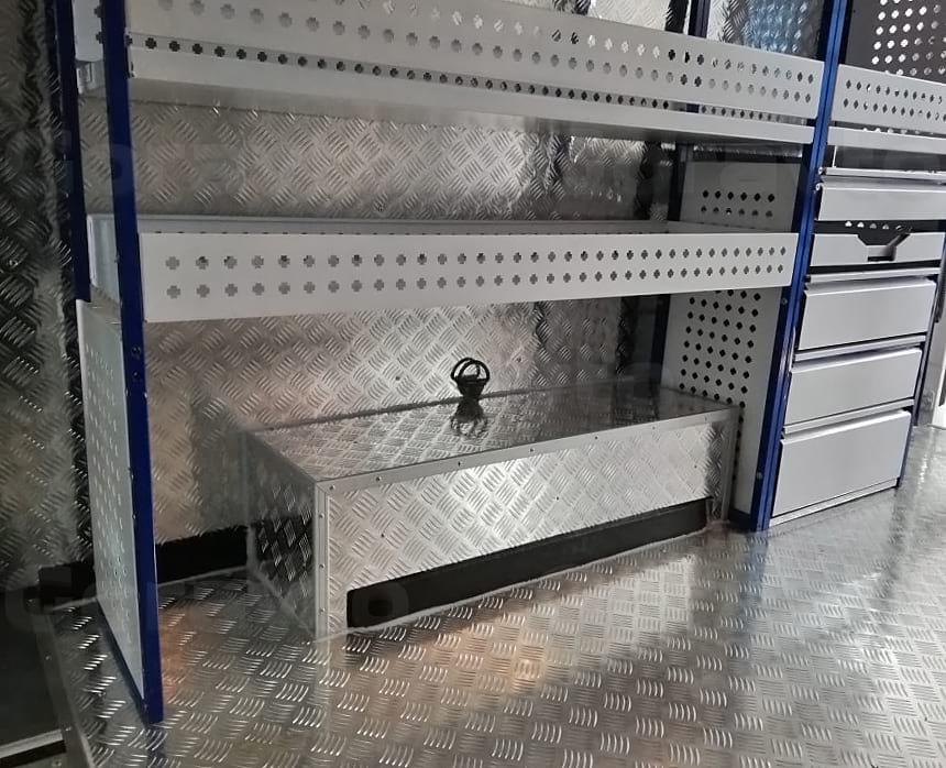 Обшивка арок и пола фургона Форд Транзит алюминием «Квинтет» на подложке из фанеры