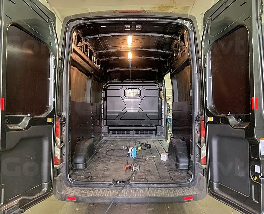 Обшивка стен и дверей фургона Форд Транзит влагостойкой фанерой