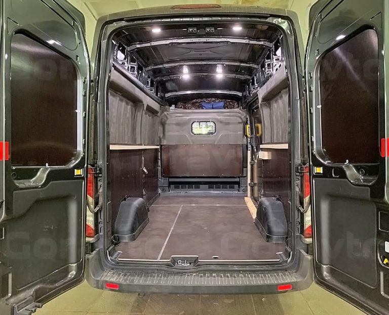 Разделение грузового отсека фургона Ford Transit на два отделения