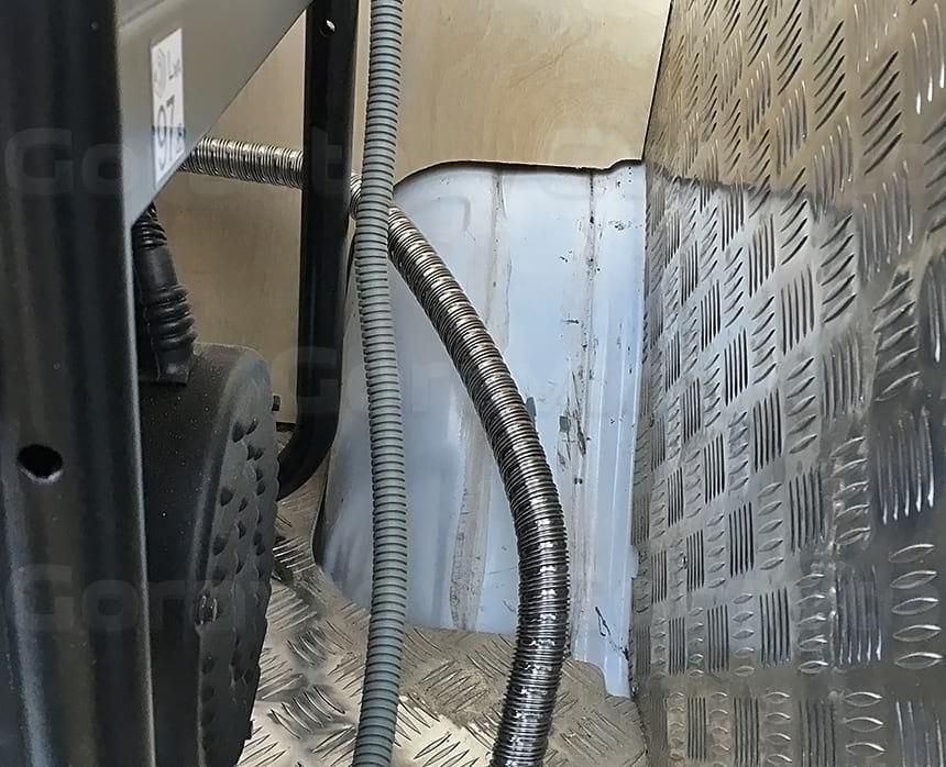 Отведение выхлопных газов от электрогенератора под фургон