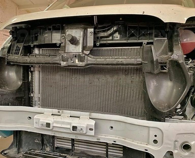 Установка антигравийных сеток в бампер фургона Ford Transit