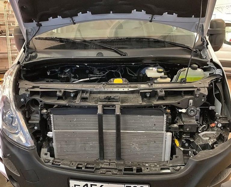 Установка антигравийной сетки в бампер фургона Renault Master