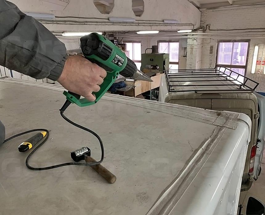 Прогрев ленты, предназначенной для ремонта протечек на крыше фургона