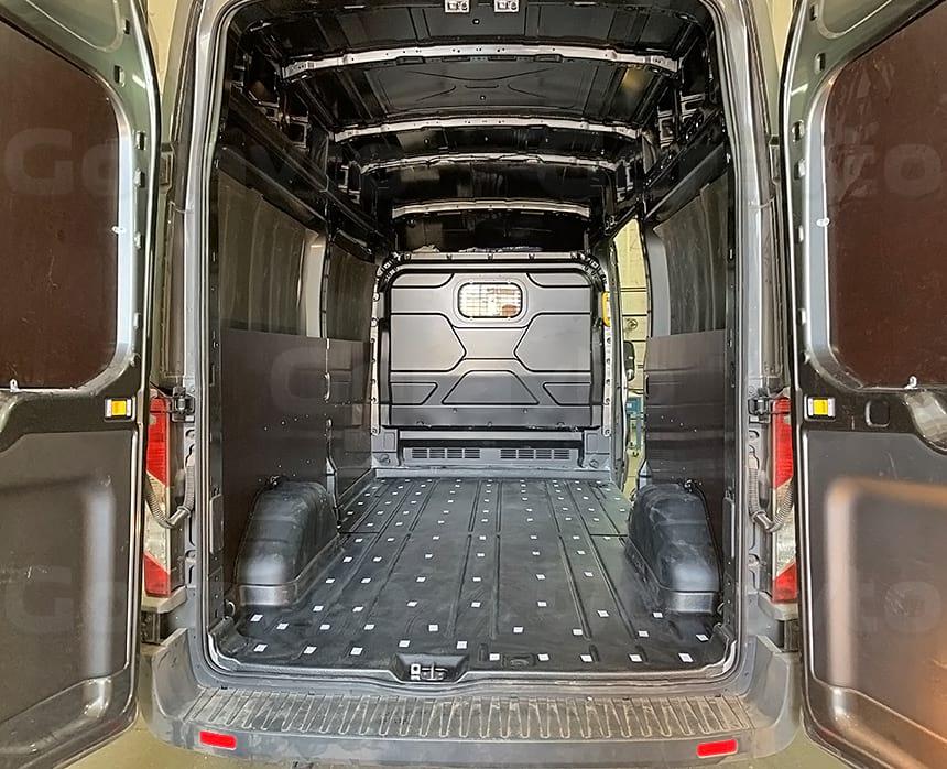 Проклейка ленты в фургоне Форд Транзит для крепления пола из фанеры