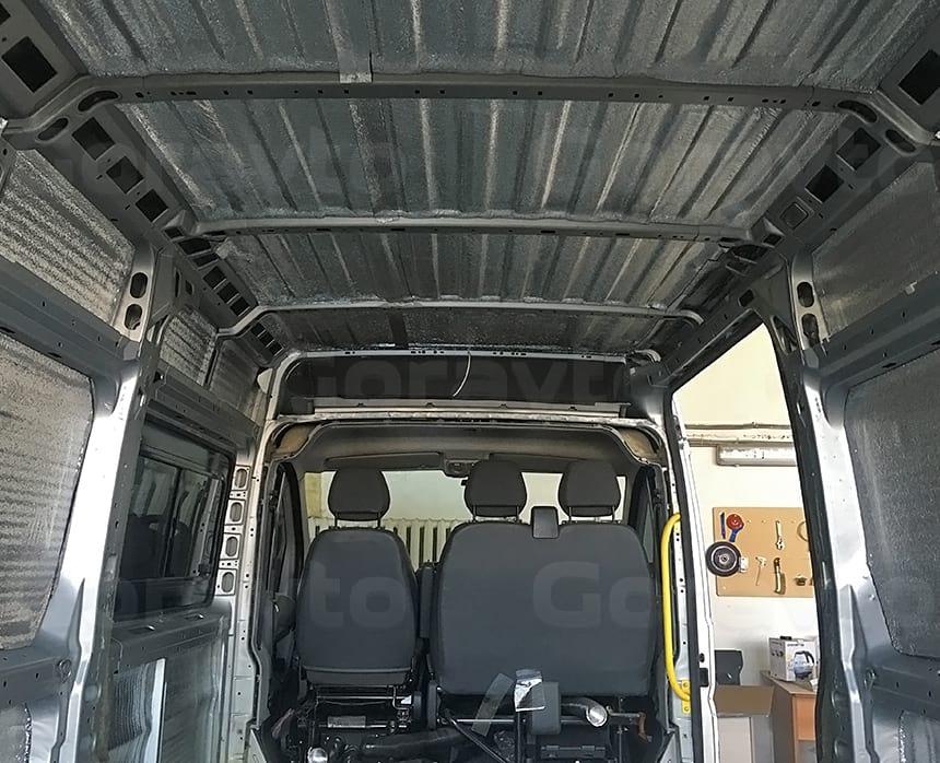 Проклейка утеплителем потолка, стен и дверей цельнометаллического фургона