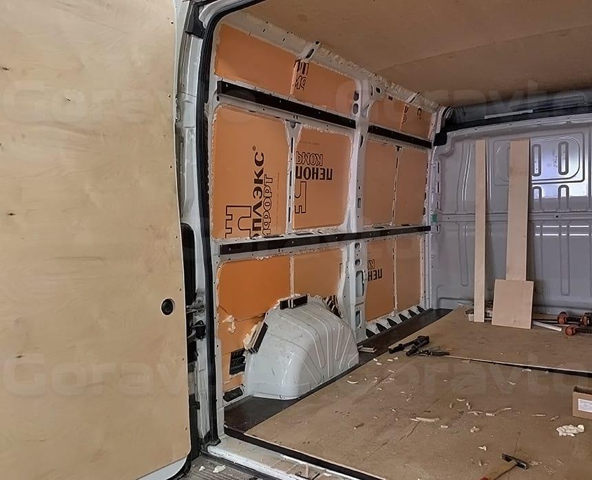 Пропенивание стыков между листами пеноплекса и кузовом фургона