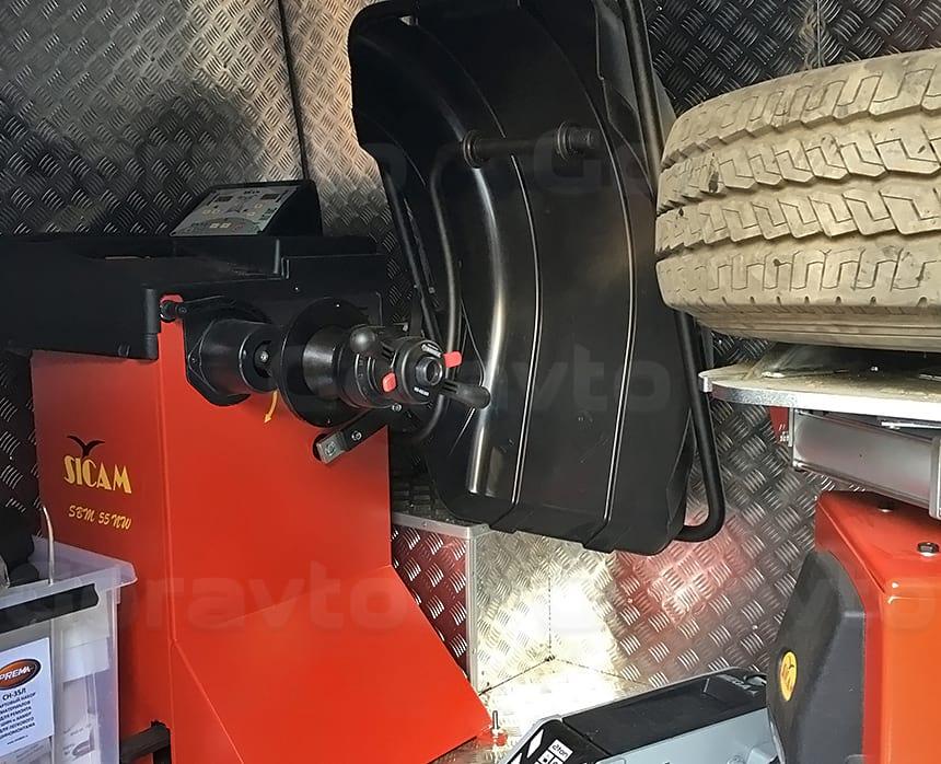 Размещение балансировочного станка внутри грузового отсека
