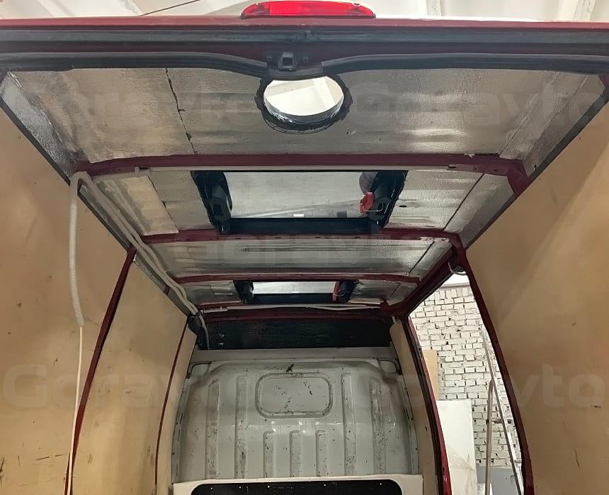 Устанока второго автомобильного люка в крышу фургона