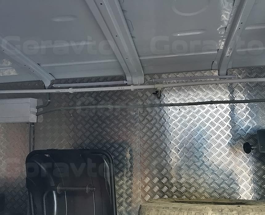 Установка электрощитка в фургон