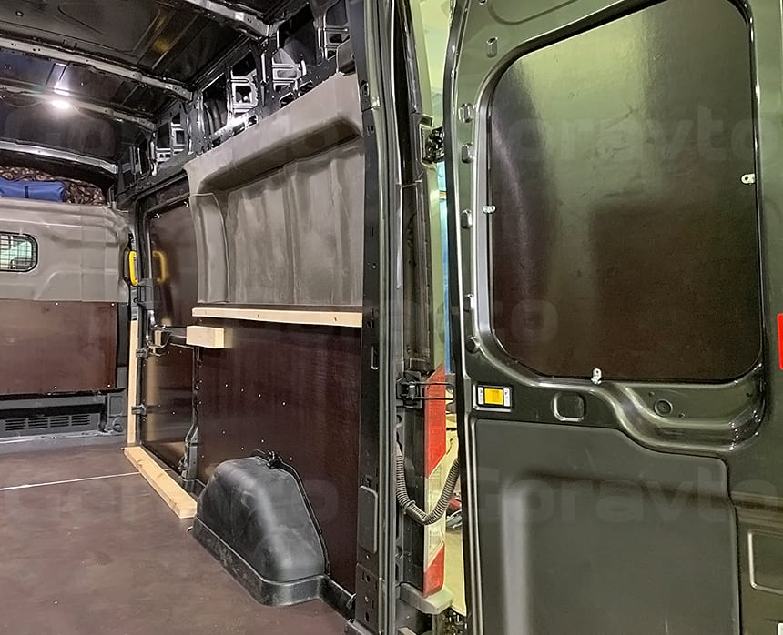 Установка кронштейна для монтажа бруса в месте боковой двери