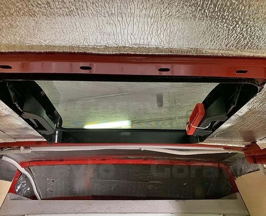 Установка люка в крышу фургона