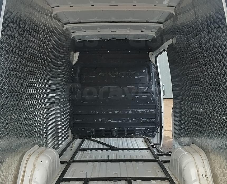 Установка шпилек в раму для фиксации оборудования в кузове фургона
