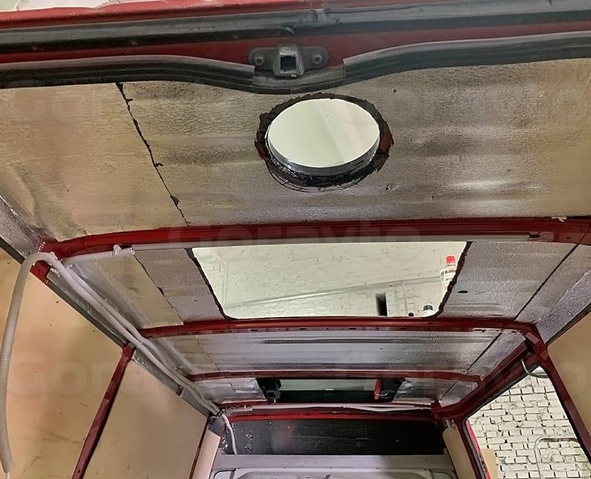 Вклейка малого люка в переднюю часть крыши