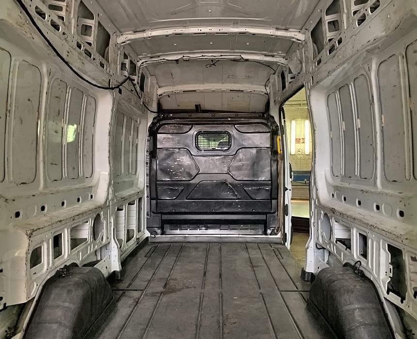 Цельнометаллический фургон Форд Транзит без обшивки