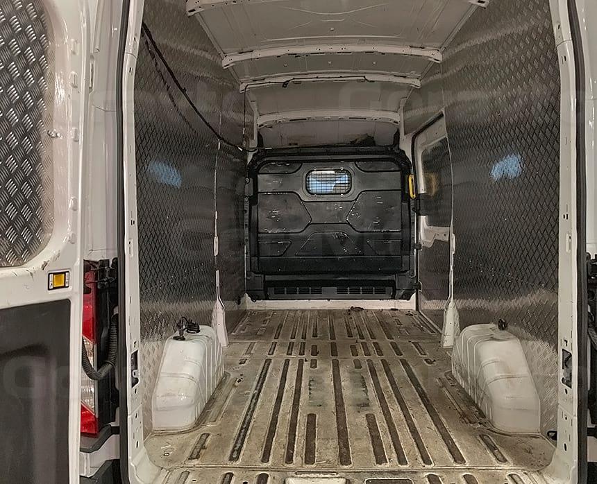 Демонтаж пластикового корыта Форд Транзит