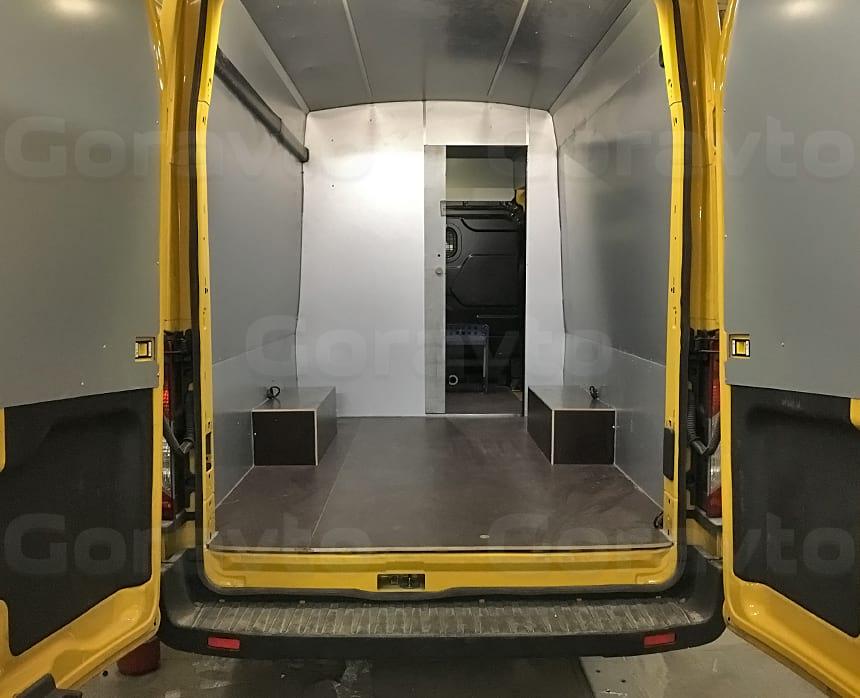 Весоповерочная лаборатория на основе фургона Ford Transit: Грузовой отсек для корреспонденции