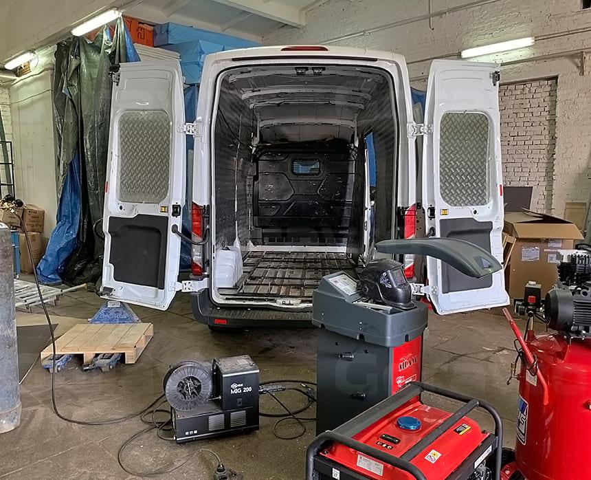 Изготовление каркаса рамы для крепления оборудования шиномонтажа на базе фургона Форд Транзит