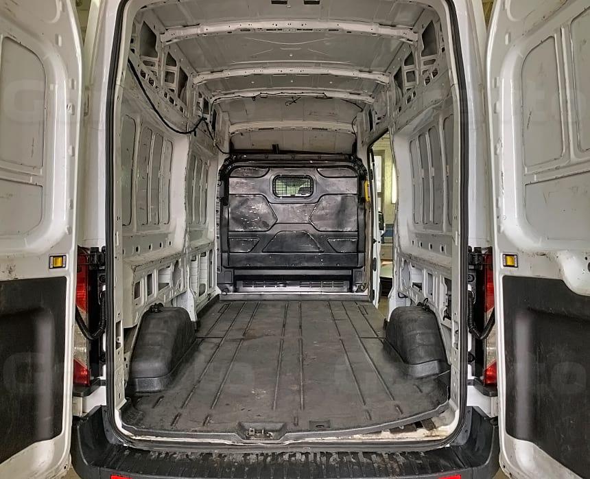 Изначальный внешний вид грузового фургона Форд Транзит