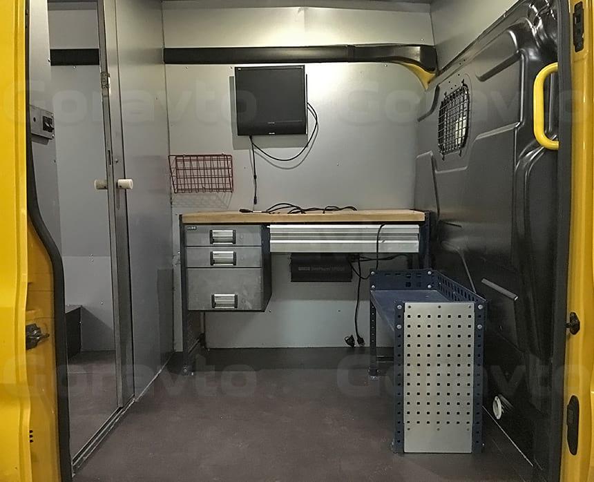 Весоповерочная лаборатория на основе фургона Ford Transit: Отсек для работы оператора