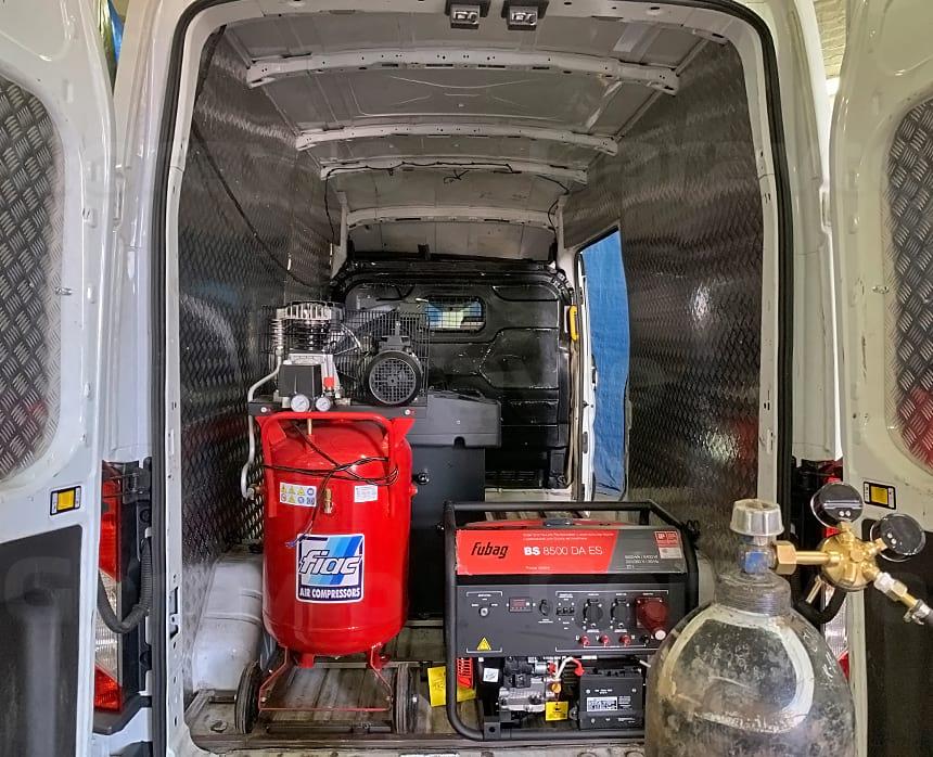 Размещение оборудования шиномонтажа в кузове фургона Форд Транзит