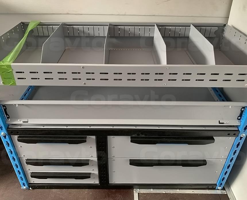 Изготовление и установка системы из трех стеллажей в фургон Ford Transit: Выдвижные полки в металлическом стеллаже для фургона