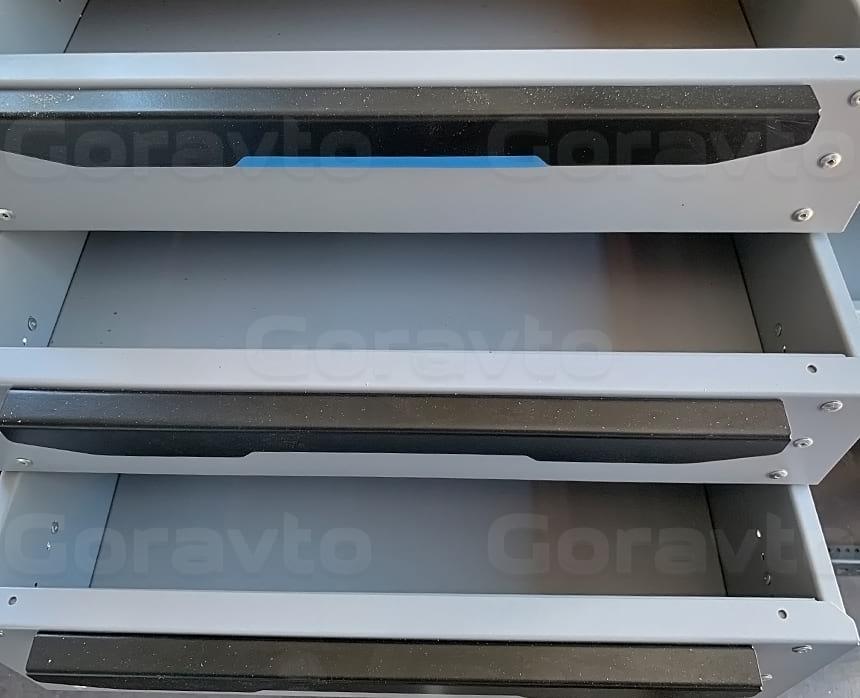 Изготовление и установка системы из двух стеллажей в фургон Ford Transit: Выдвижные ящики металлических стеллажей для фургонов